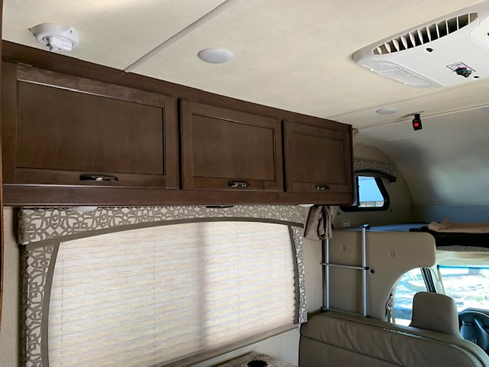 2019 Thor Motor Coach Chateau – Flip-Up C-Top