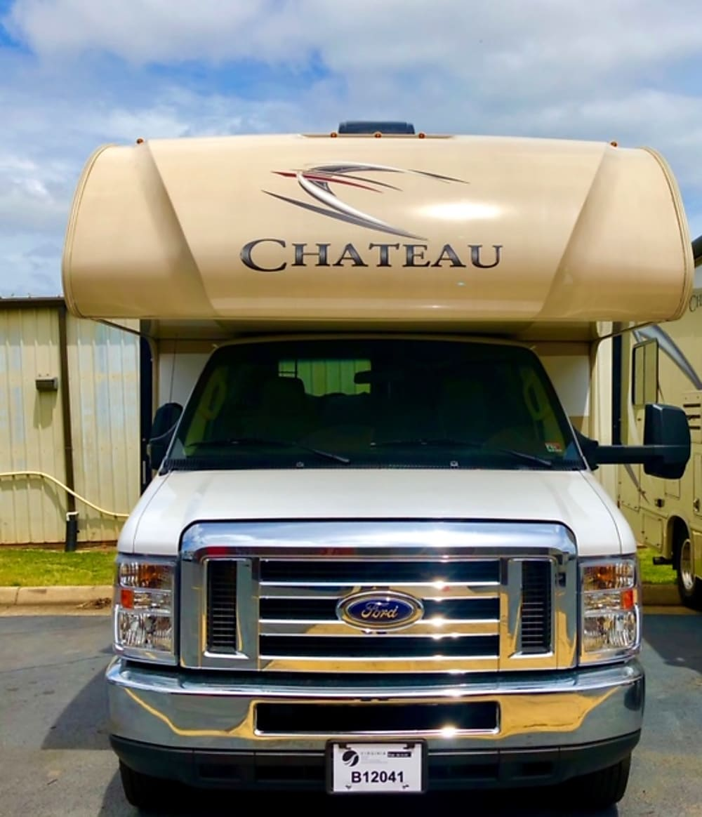 2019 Thor Motor Coach Chateau – Front