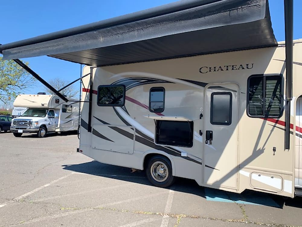 2019 Thor Motor Coach Chateau – rightside view
